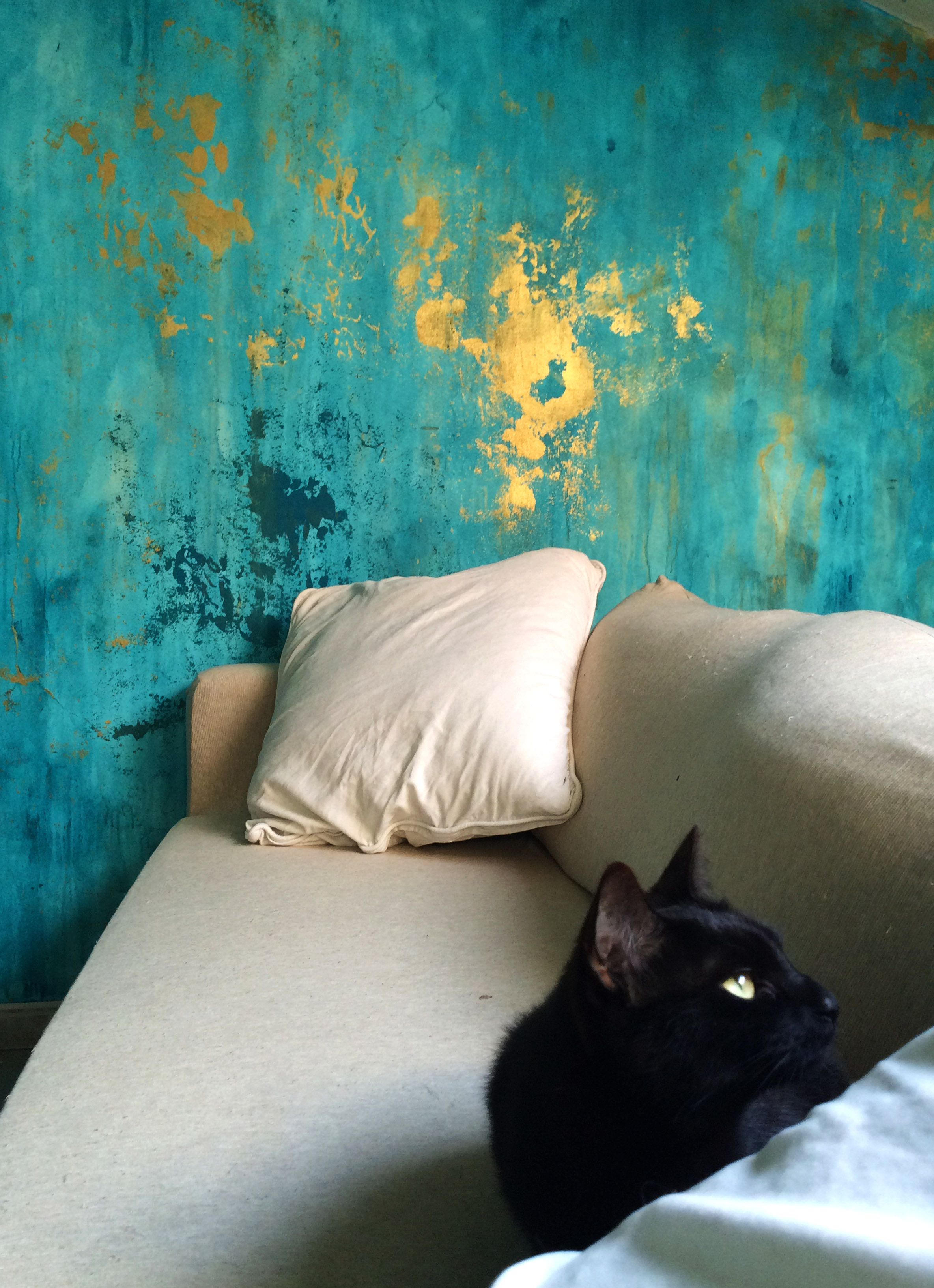 Distressed Wall Color Detail - Couch