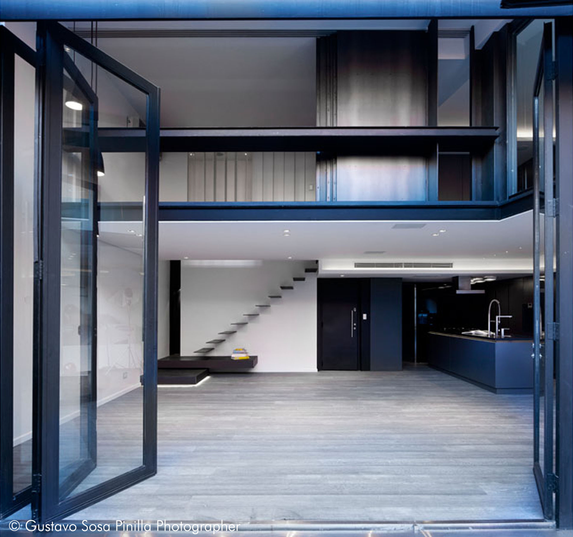 Metal Staircase - Living room - Bedroom Loft - Patio view - Gascon Remy Architect