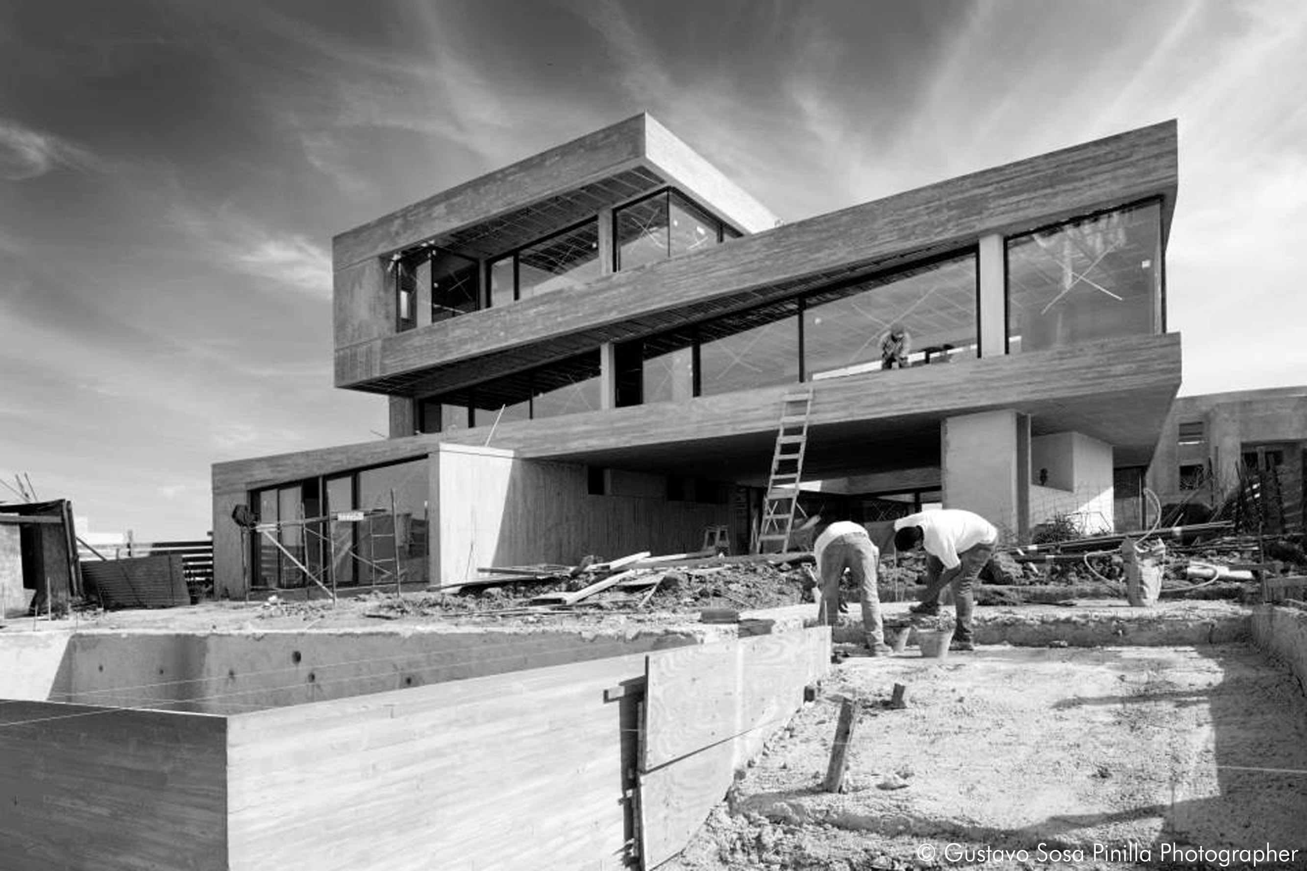 Realized house Modern Concrete Design - LAMA Remy Architect